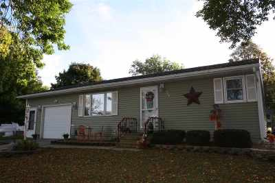 Oelwein IA Single Family Home For Sale: $189,000