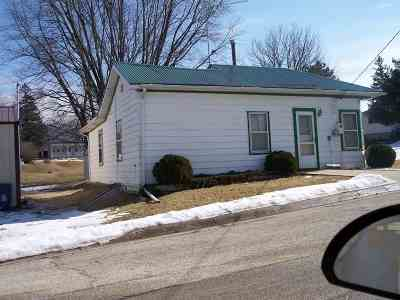 Colesburg Single Family Home For Sale: 413 Franklin Street
