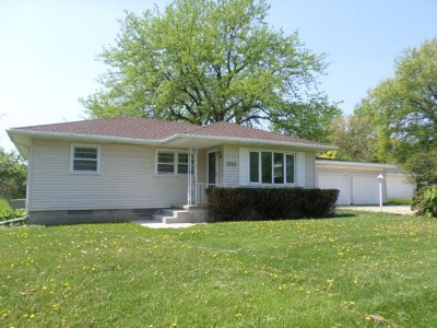 Waterloo Single Family Home For Sale: 1325 Pleasant Valley Drive