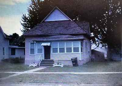 Oelwein IA Single Family Home For Sale: $27,500