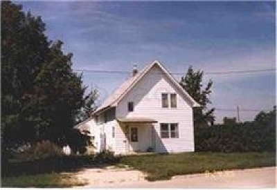 Oelwein IA Single Family Home For Sale: $15,000