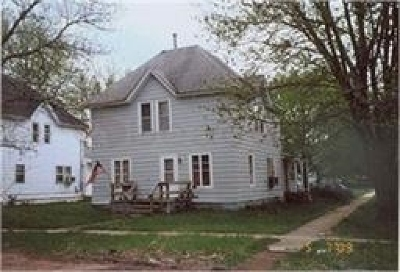 Oelwein IA Single Family Home For Sale: $24,500