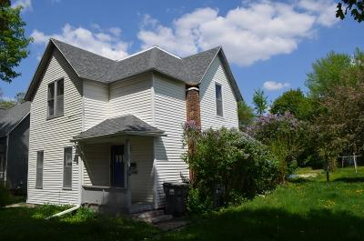 Oelwein IA Single Family Home For Sale: $21,000