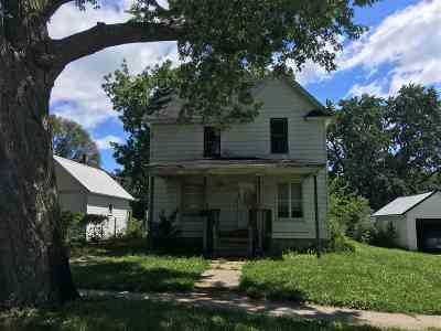 Oelwein IA Single Family Home For Sale: $16,900