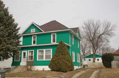 Oelwein IA Single Family Home For Sale: $69,500