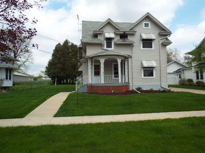 Strawberry Point IA Single Family Home For Sale: $99,000