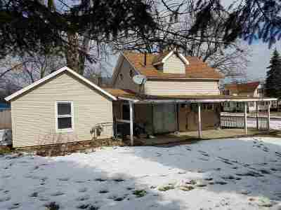 Oelwein IA Single Family Home For Sale: $22,000