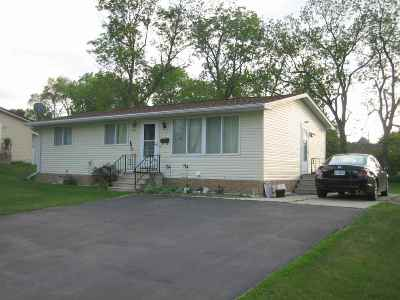 Oelwein IA Single Family Home For Sale: $76,900