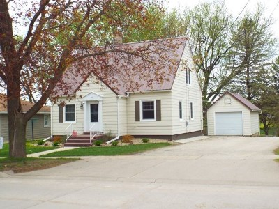 Strawberry Point IA Single Family Home For Sale: $110,000