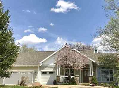 Cedar Falls Single Family Home For Sale: 513 Eagle Ridge Road