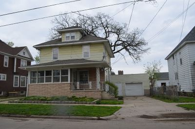 Oelwein IA Single Family Home For Sale: $55,000