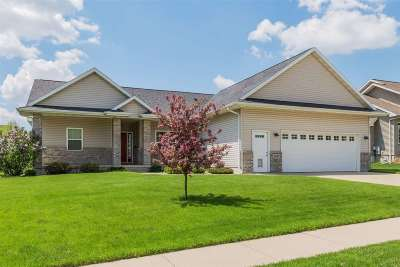 Cedar Falls Single Family Home For Sale: 5427 Hedgewood Circle