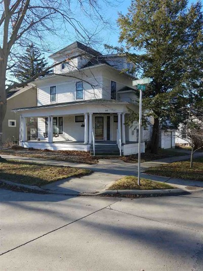 Oelwein IA Single Family Home For Sale: $42,000