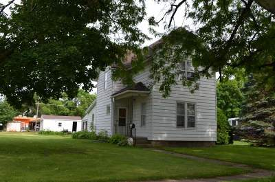 Oelwein IA Single Family Home For Sale: $44,900