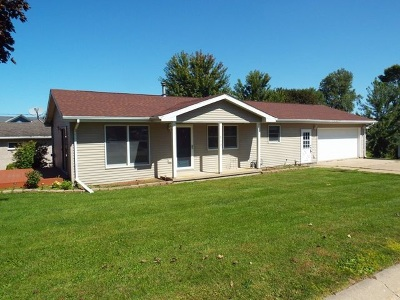 Colesburg IA Single Family Home For Sale: $115,000