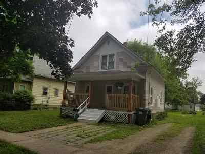 Oelwein IA Single Family Home For Sale: $49,000