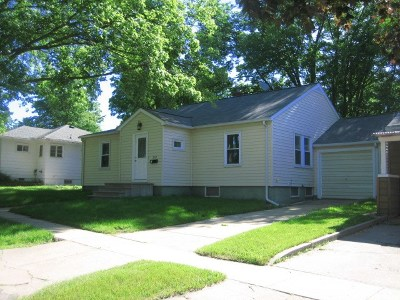 Oelwein IA Single Family Home For Sale: $74,500