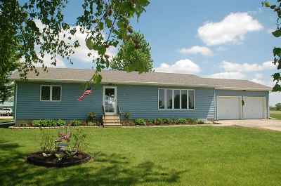 Oelwein IA Single Family Home For Sale: $244,000