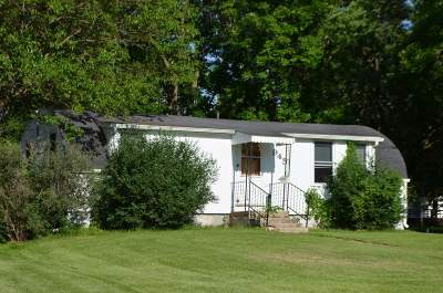 Oelwein Single Family Home For Sale: 945 S. Frederick Ave.