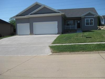 Cedar Falls Single Family Home For Sale: 3124 Apollo