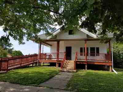 Strawberry Point IA Single Family Home For Sale: $79,900