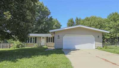 Cedar Falls Single Family Home For Sale: 1615 Laurel Circle