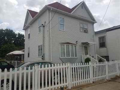 Waterloo Multi Family Home For Sale: 611 W 5th Street