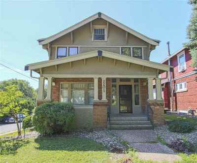 Waterloo Single Family Home For Sale: 2201 W 4th Street