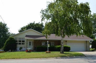 Oelwein Single Family Home For Sale: 616 8th Ave SE