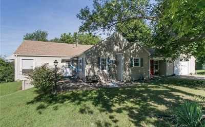 Independence IA Single Family Home For Sale: $130,000