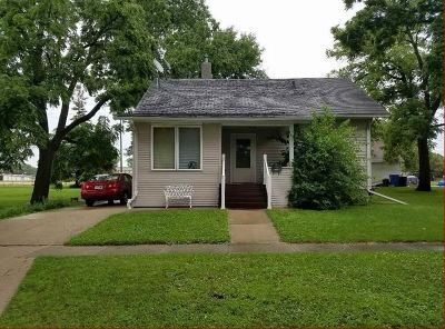 Oelwein IA Single Family Home For Sale: $69,000