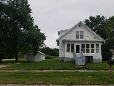 Oelwein IA Single Family Home For Sale: $57,000