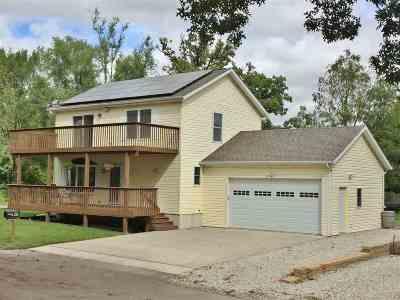 Cedar Falls Single Family Home For Sale: 2111 Vine Street