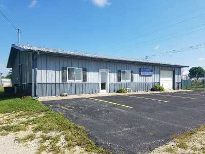 Oelwein IA Commercial For Sale: $165,000