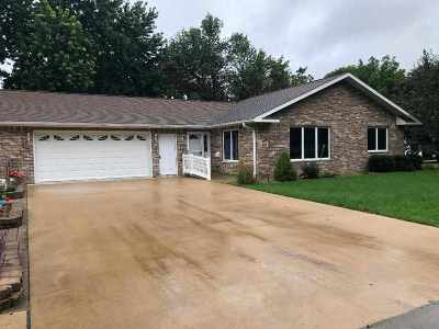 Fairbank IA Single Family Home For Sale: $199,900