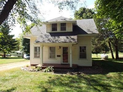 Single Family Home For Sale: 411 N Center Street