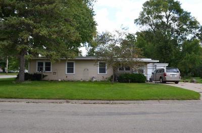 Oelwein IA Single Family Home For Sale: $70,000