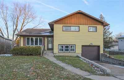 Waterloo Single Family Home For Sale: 2511 W 8th Street