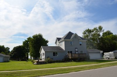 Single Family Home For Sale: 331 Lobeck Ave.