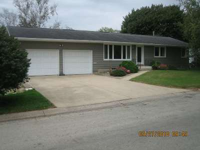 Oelwein IA Single Family Home For Sale: $108,000
