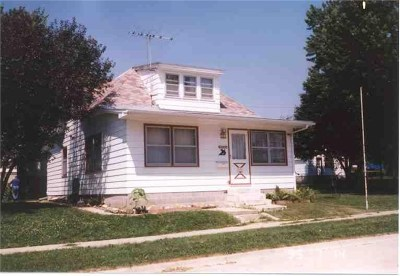 Oelwein Single Family Home For Sale: 704 NE 3rd Avenue
