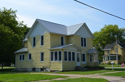 Oelwein IA Multi Family Home For Sale: $54,000