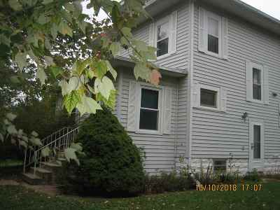 Oelwein IA Single Family Home For Sale: $78,000