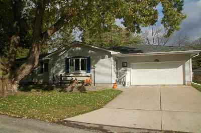 Oelwein IA Single Family Home For Sale: $179,900