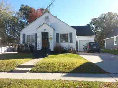Manchester Single Family Home For Sale: 460 S Tama Street