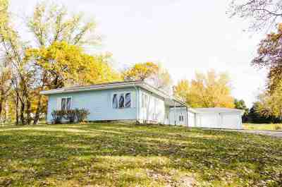 Laporte City Single Family Home For Sale: 6423 Gilbertville Road
