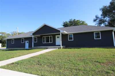 Oelwein IA Single Family Home For Sale: $260,000