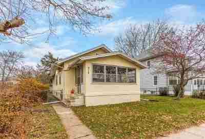 Waterloo Single Family Home For Sale: 916 Conger Street