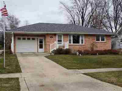 Strawberry Point IA Single Family Home For Sale: $95,000