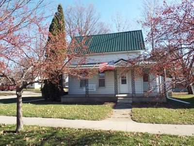 Strawberry Point Single Family Home For Sale: 302 Commercial Street